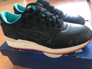 รองเท้า Asics. เบอร์43