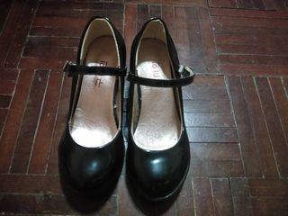 รองเท้าคัชชูส้นสูงเด็กหญิง หนังแก้ว  สีดำ
