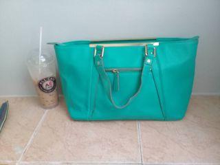 กระเป๋าถือสีเขียว kisscat  มือสอง