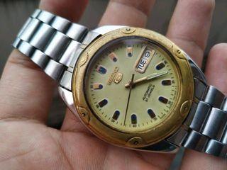 นาฬิกาข้อมือ Seiko 5 automatic 21 jewels