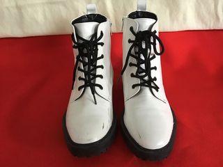 รองเท้าหนังแก้วสีขาวแฟชั่นเกาหลี
