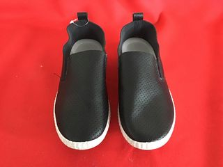 รองเท้าลำลองสีดำ