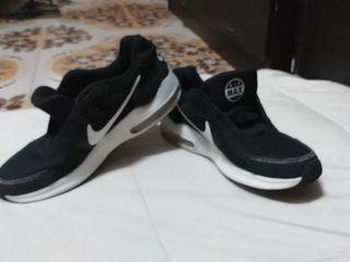 Nike air make เบอร์ 8(40-41) สีดำ