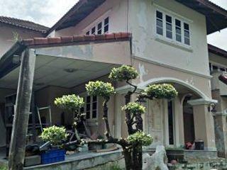 Sale Luxury Single House 2 storey on Sale golden Location