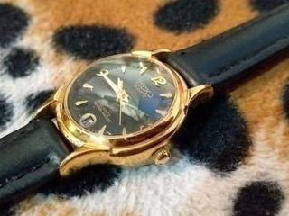ขนาฬิกาเก่าวินเทจ Tisko