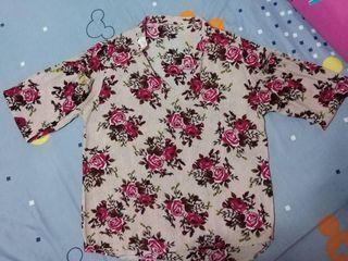 เสื้อลายดอกกุหลาบเเขนยาว