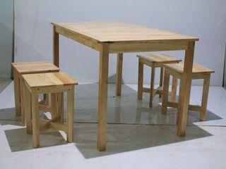 โต๊ะอาหารไม้ยางพารา พร้อมเก้าอี้