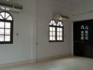Rent Old House 3 storey 3-4 car parking Prawet
