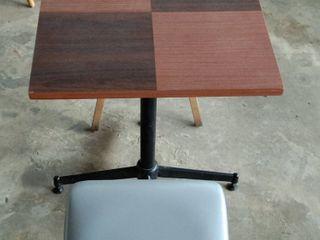 ชุดโต๊ะพร้อมเก้าอี้