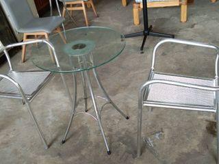 เก้าอี้อลูมิเนียมพร้อมโต๊ะกลางท๊อปกระจกกลม