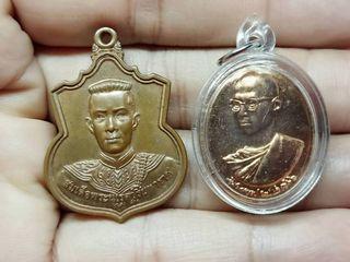 รับ 2 เหรียญเหรียญทรงผนวชพลังแผ่นดิน เนื้อทองแดง ปี 2554เหรี