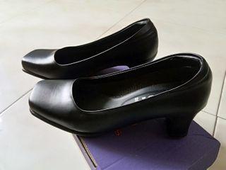 รองเท้าคัทชูมือสอง