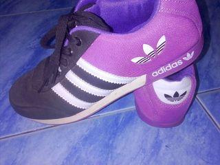 รองเท้าผ้าใบ adidas
