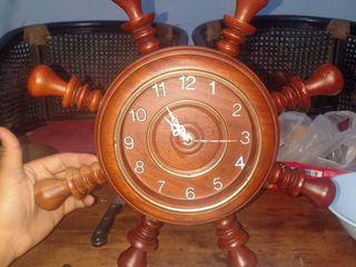 นาฬิกาพวงมาลัยเรือไม้สัก