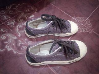 รองเท้าผ้าใบ
