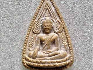 พระพุทธชินราช เนื้อผง มีตัวหนอน (นิยม) หลวงพ่อกวย