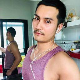 รูปโปรไฟล์ของ Raroeng Yong
