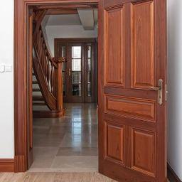 รูปโปรไฟล์ของ จำหน่ายประตูไม้ทุกชนิด